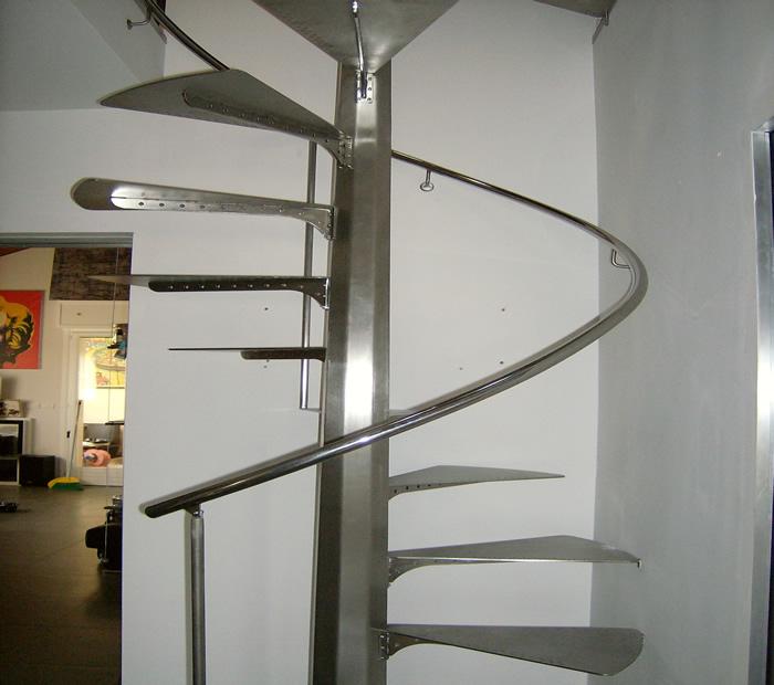 Librerie sulle scale idee creative di interni e mobili - Scale per librerie ...